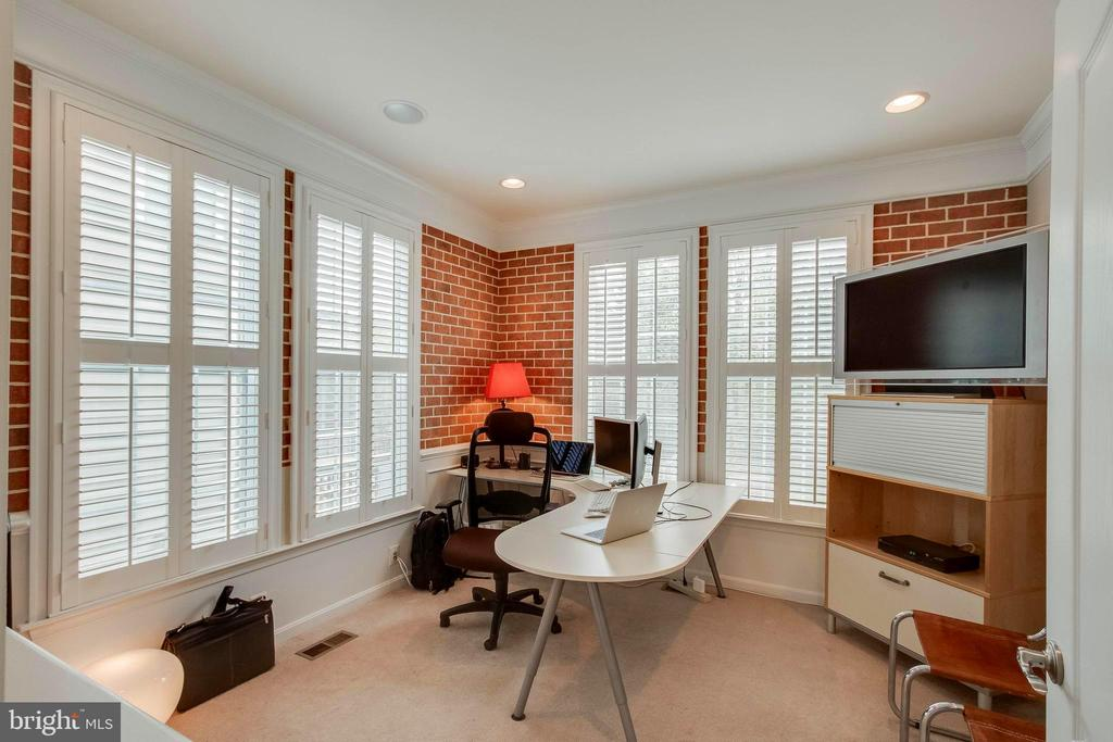 Main floor Bedroom/Office - 42953 THORNBLADE CIR, BROADLANDS