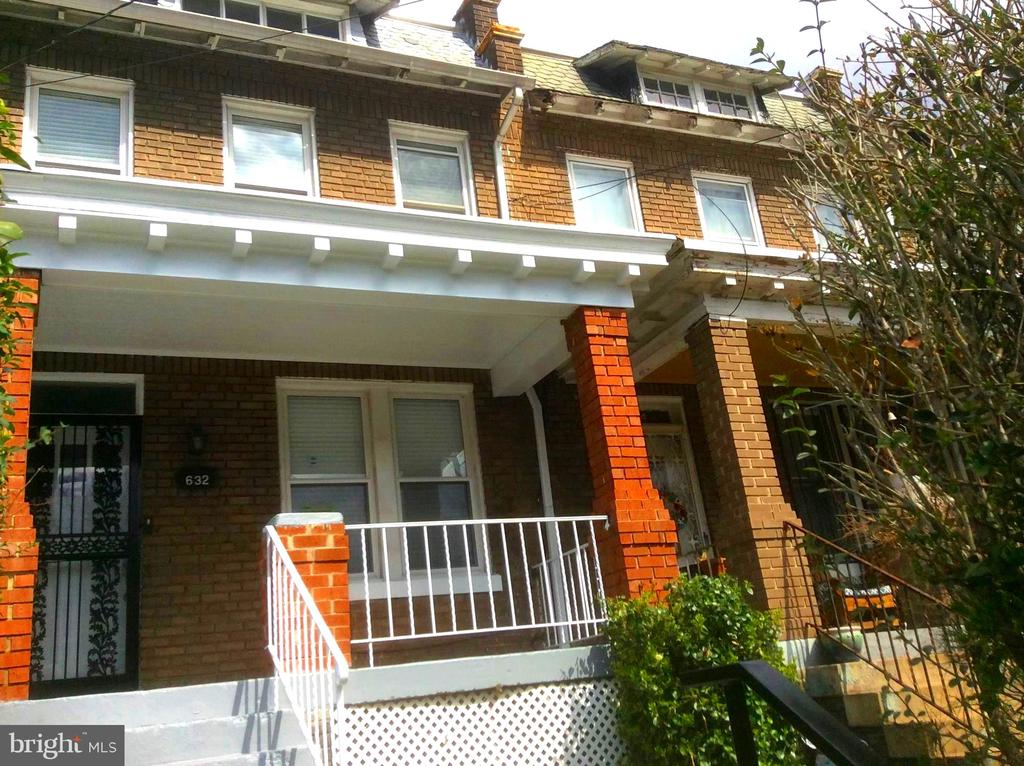 Covered Front Porch. - 632 FRANKLIN ST NE, WASHINGTON