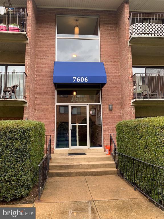 7606  SAVANNAH STREET  104, Falls Church, Virginia