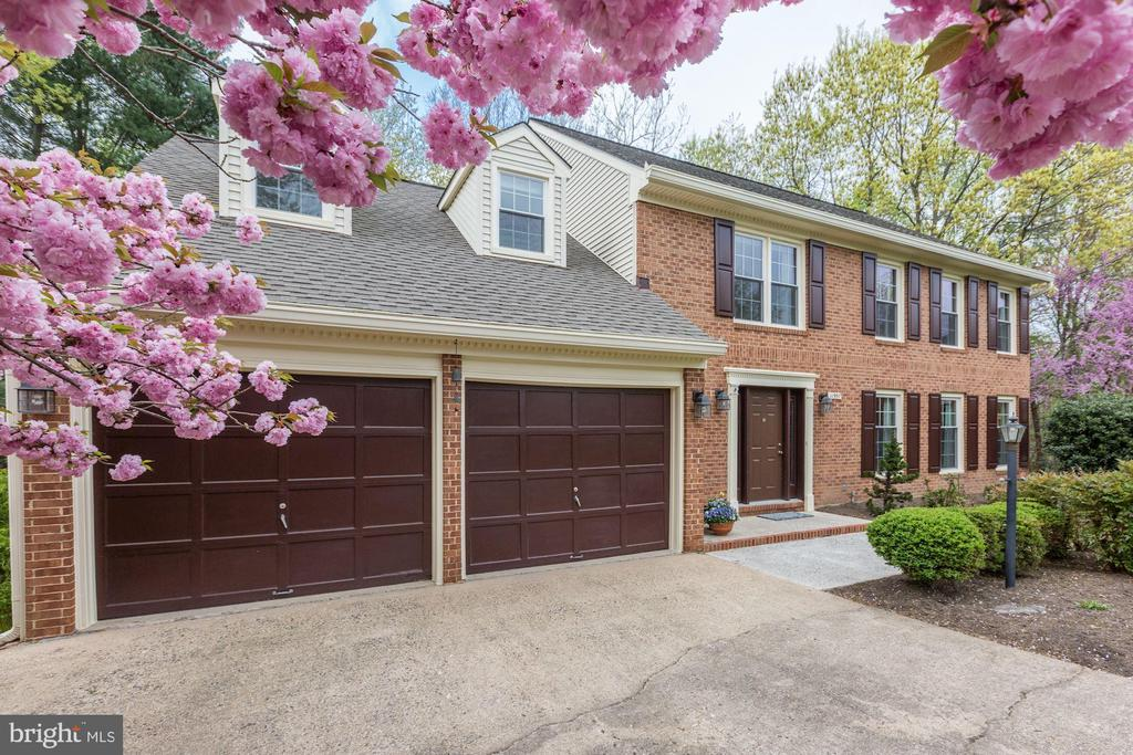 - 11957 GREY SQUIRREL LN, RESTON