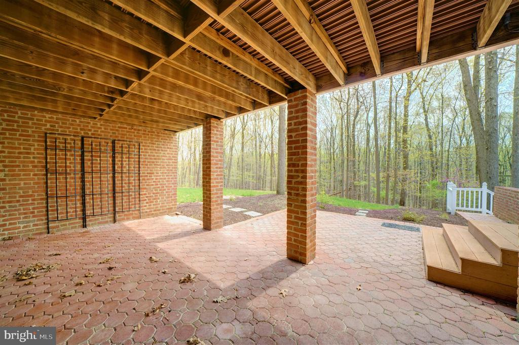 Covered Patio with Brick - 12126 MERRICKS CT, MONROVIA