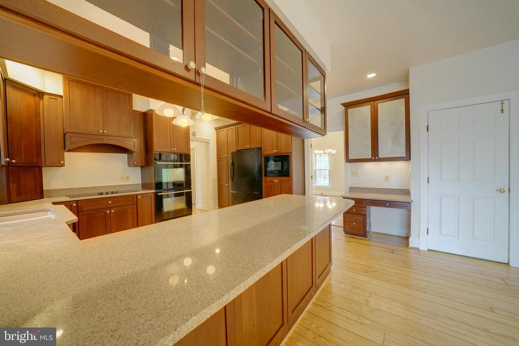 Breakfast Bar in Kitchen - 12126 MERRICKS CT, MONROVIA