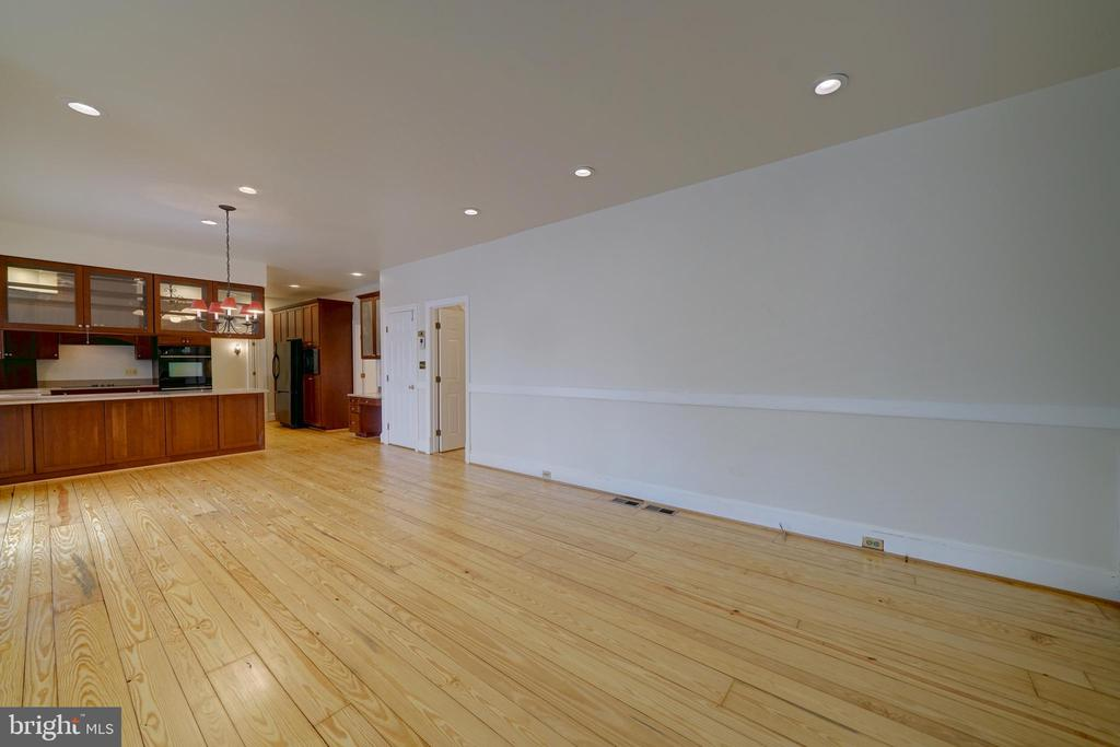 Family Room off Breakfast Room & Kitchen - 12126 MERRICKS CT, MONROVIA