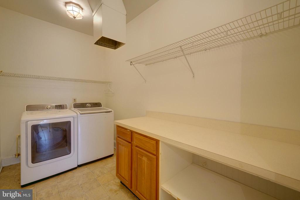 Main Level Laundry  / Mud Room - 12126 MERRICKS CT, MONROVIA