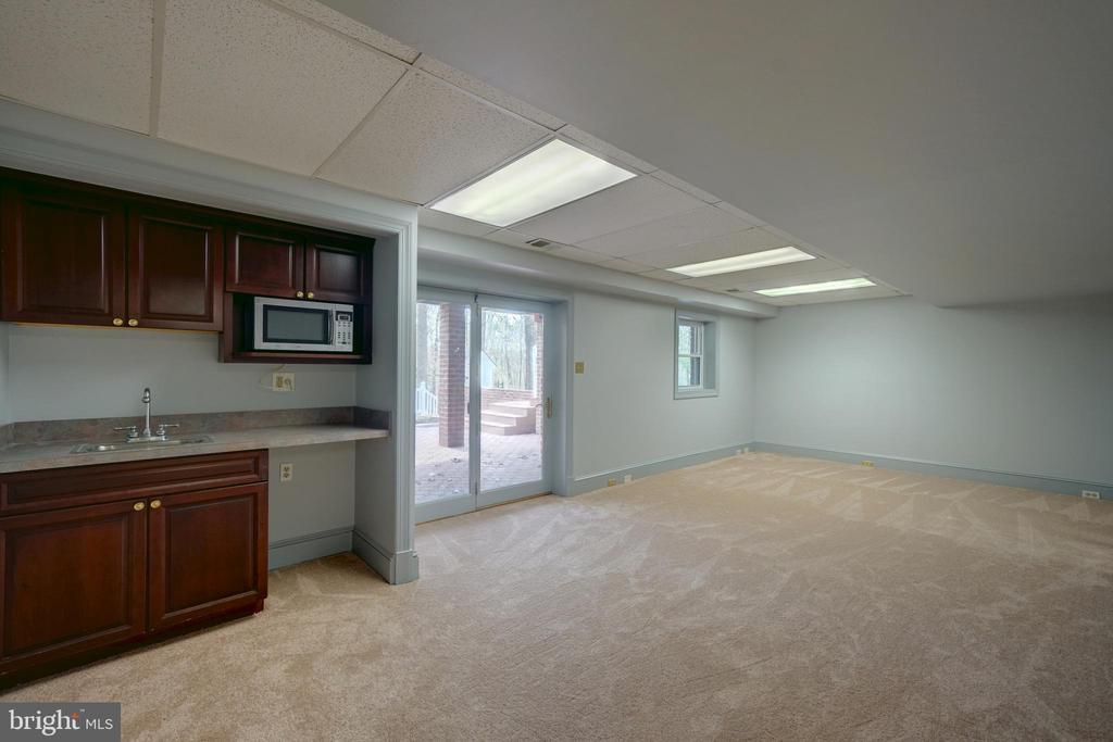 Wet Bar in Family Room - 12126 MERRICKS CT, MONROVIA