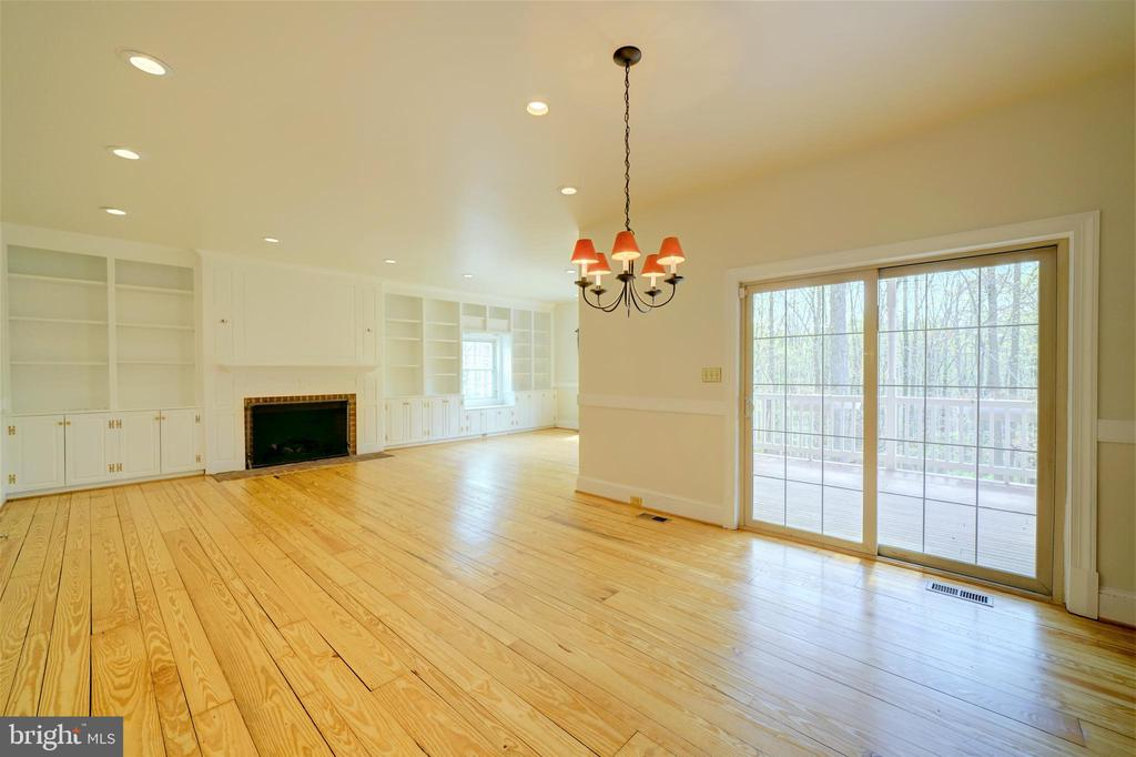 Oversized Family Room w Pine Floors - 12126 MERRICKS CT, MONROVIA