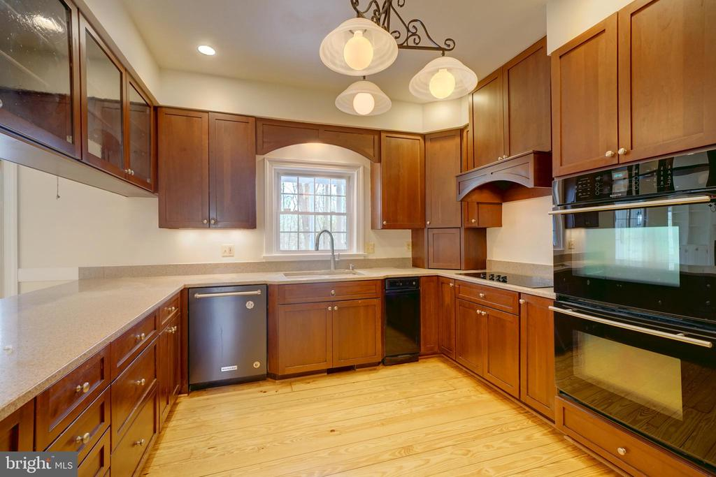 Upgraded Kitchen w Double Oven - 12126 MERRICKS CT, MONROVIA