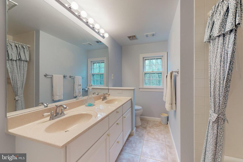 Second floor bath - 10415 DOMINION VALLEY DR, FAIRFAX STATION