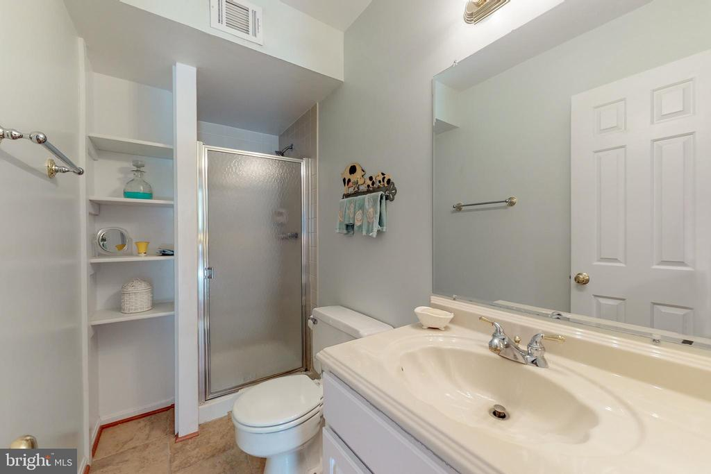 Lower level bath - 10415 DOMINION VALLEY DR, FAIRFAX STATION