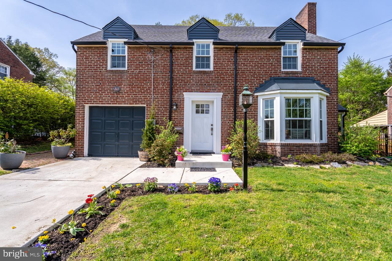 Maison unifamiliale pour l Vente à 227 FERN Avenue Haddon Township, New Jersey 08108 États-Unis