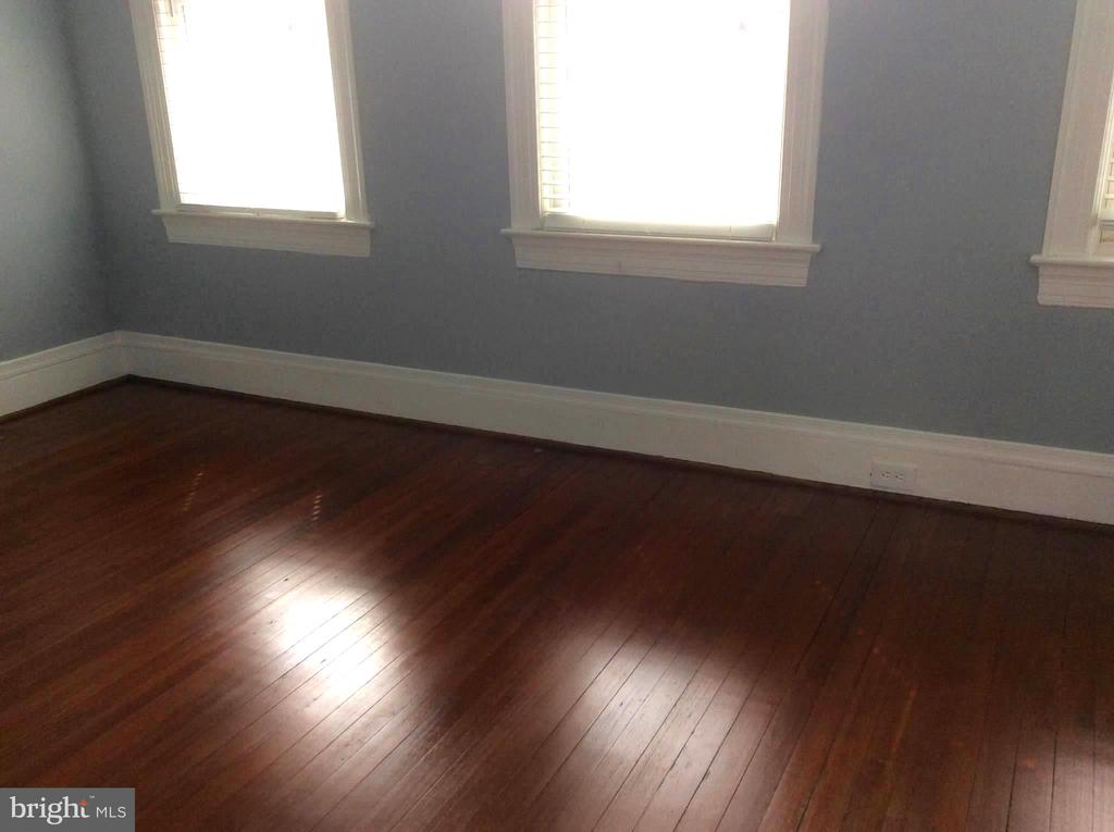 Bedroom 1 with Hardwood Floor. - 632 FRANKLIN ST NE, WASHINGTON
