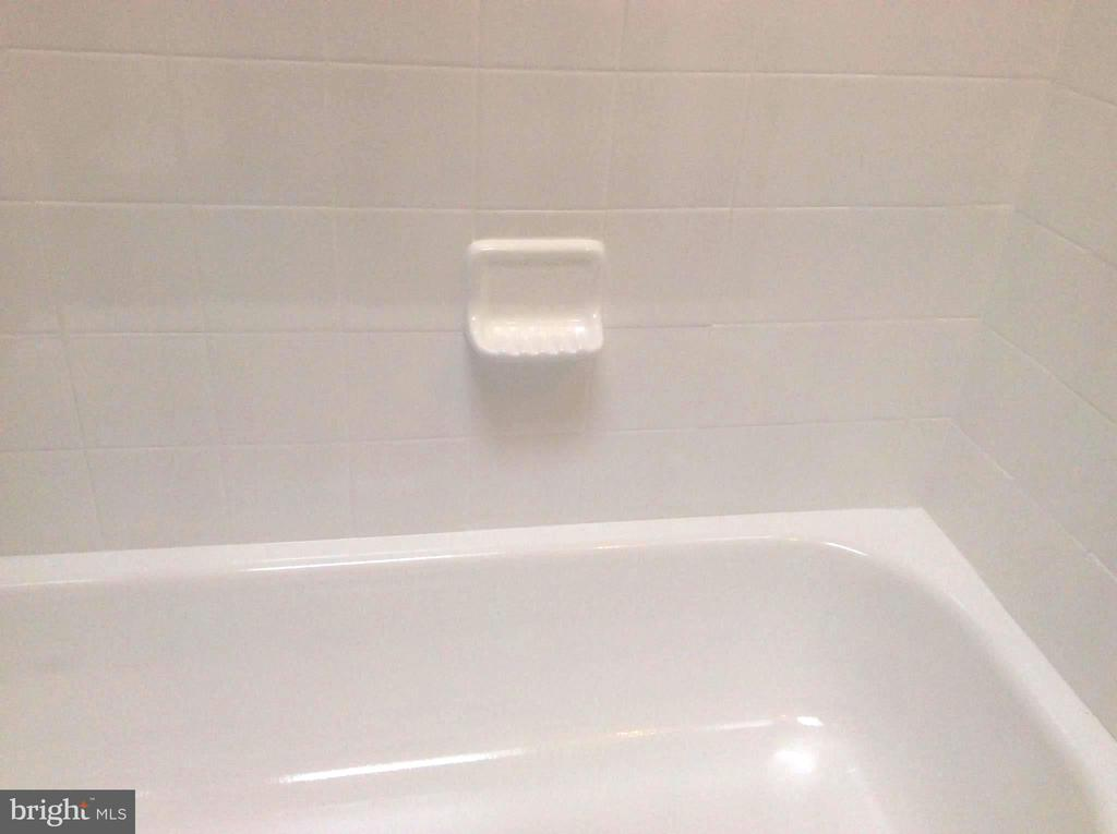 Quality Tile Bathtub, Shower and Tile Surrounds. - 632 FRANKLIN ST NE, WASHINGTON