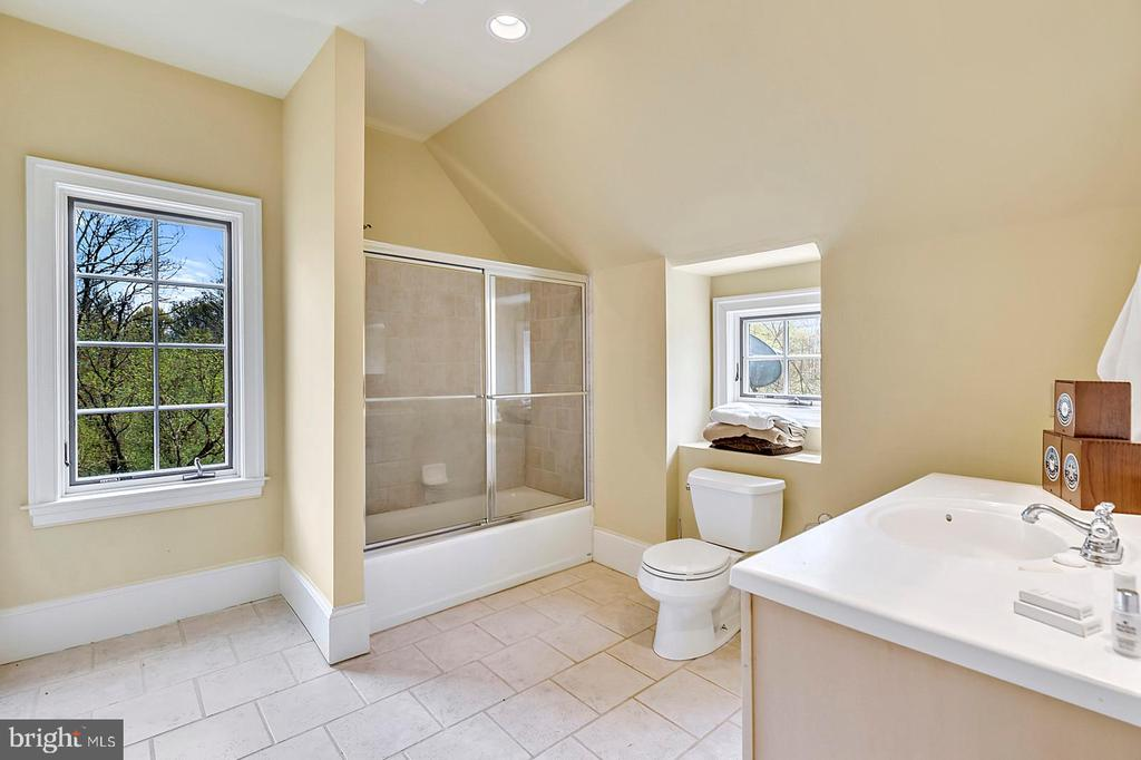 4th full  bath; the second  bath on  second floor - 23590 SALLY MILL RD, MIDDLEBURG