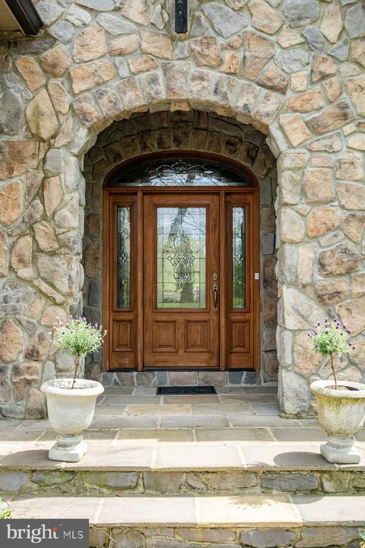 Main Entrance : flagstone and stone entry - 23590 SALLY MILL RD, MIDDLEBURG