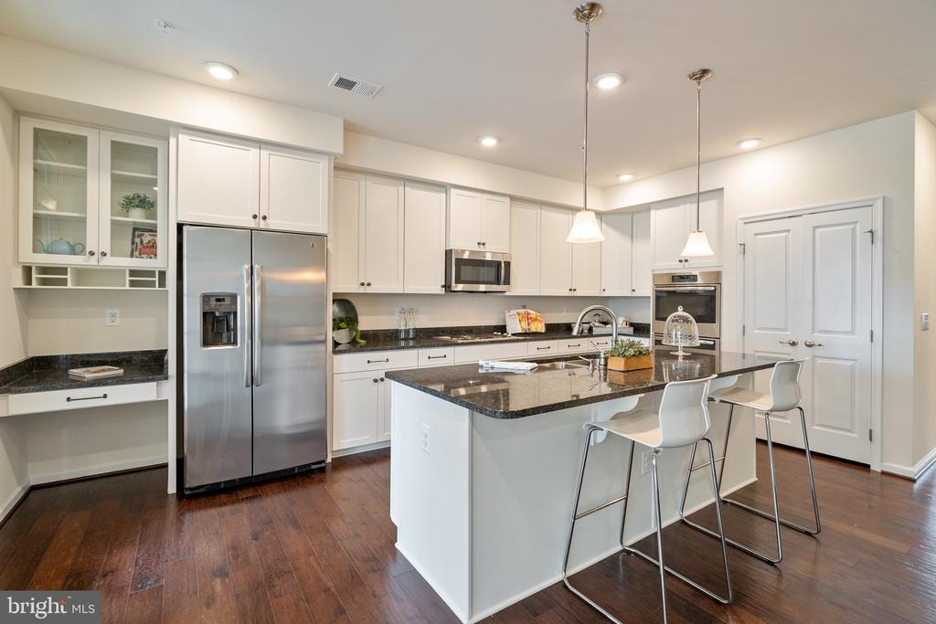 Stainless steel appliances - 7838 CULLODEN CREST LN, GAINESVILLE