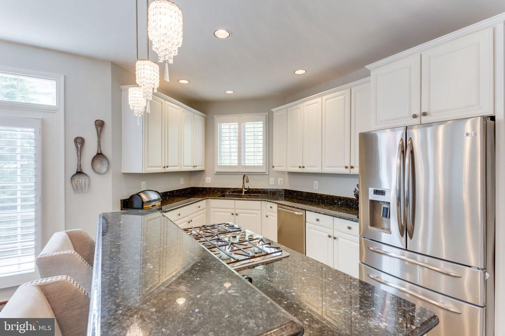 Kitchen With Upgraded Granite Counters - 2232 CENTRAL AVE, VIENNA