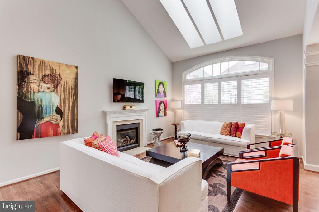 Family Room With 2 story Vaulted Ceiling - 2232 CENTRAL AVE, VIENNA