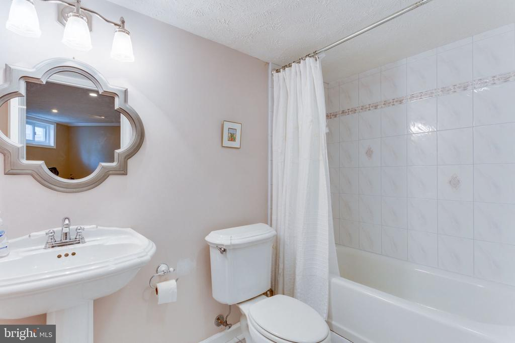 Lower Level Full Bath - 2232 CENTRAL AVE, VIENNA