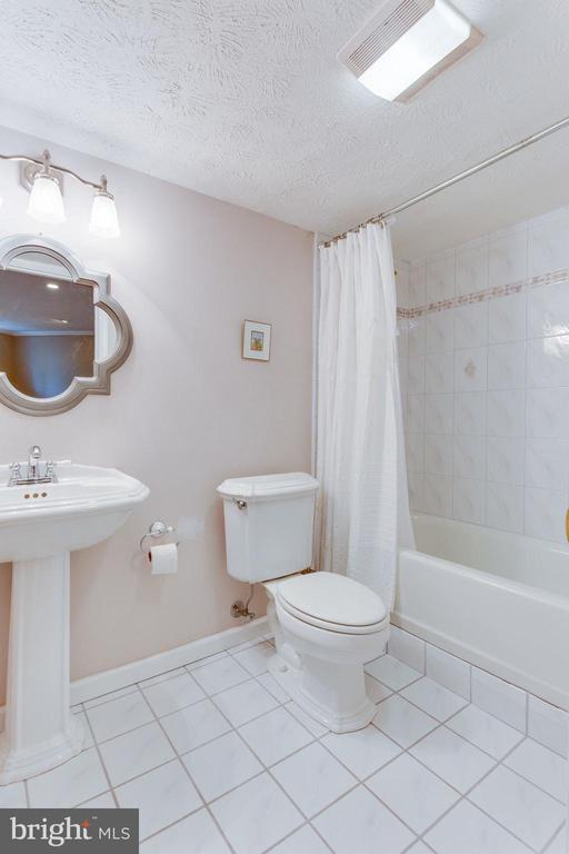 Lower Level Full Bathroom - 2232 CENTRAL AVE, VIENNA