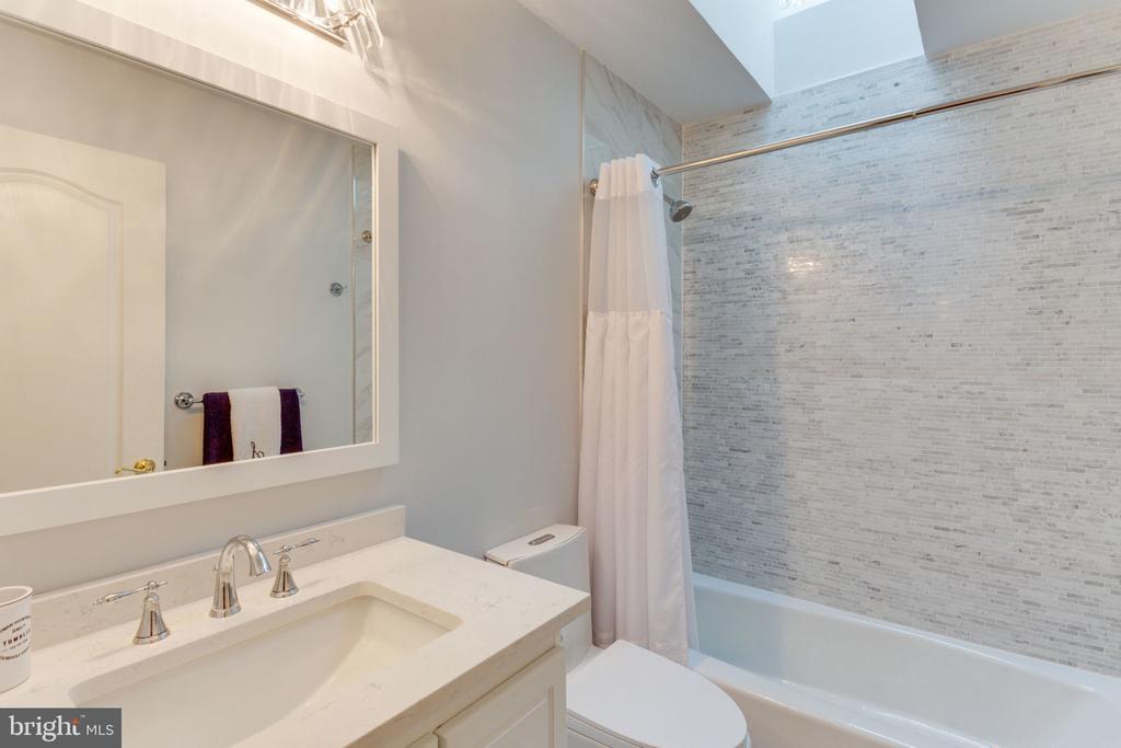 Bedroom 2 Full Bath - 2232 CENTRAL AVE, VIENNA