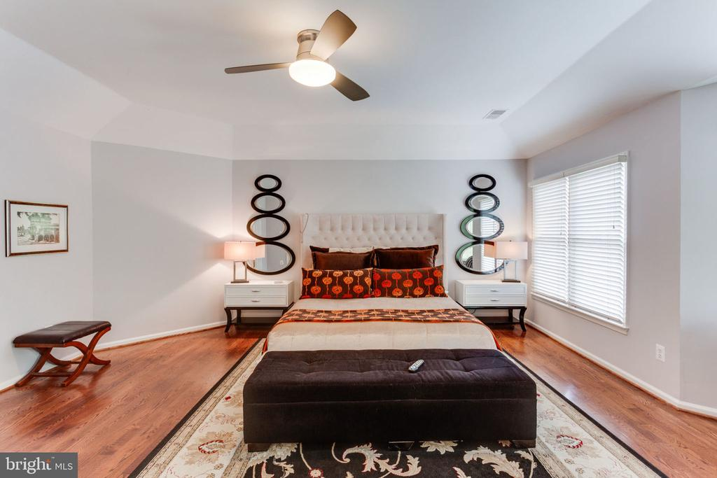 Master Bedroom With Hardwood Flooring - 2232 CENTRAL AVE, VIENNA