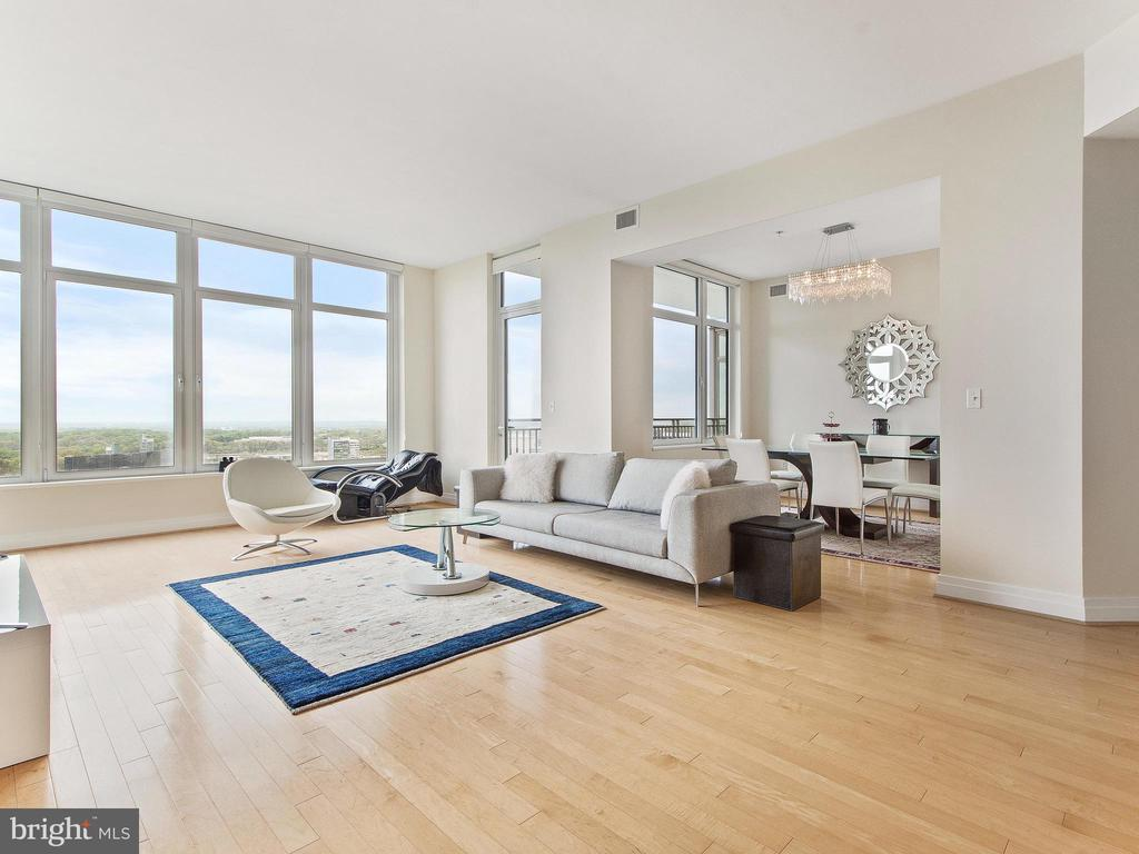 Bright, Open with access to two balconies - 8220 CRESTWOOD HEIGHTS DR #1814, MCLEAN