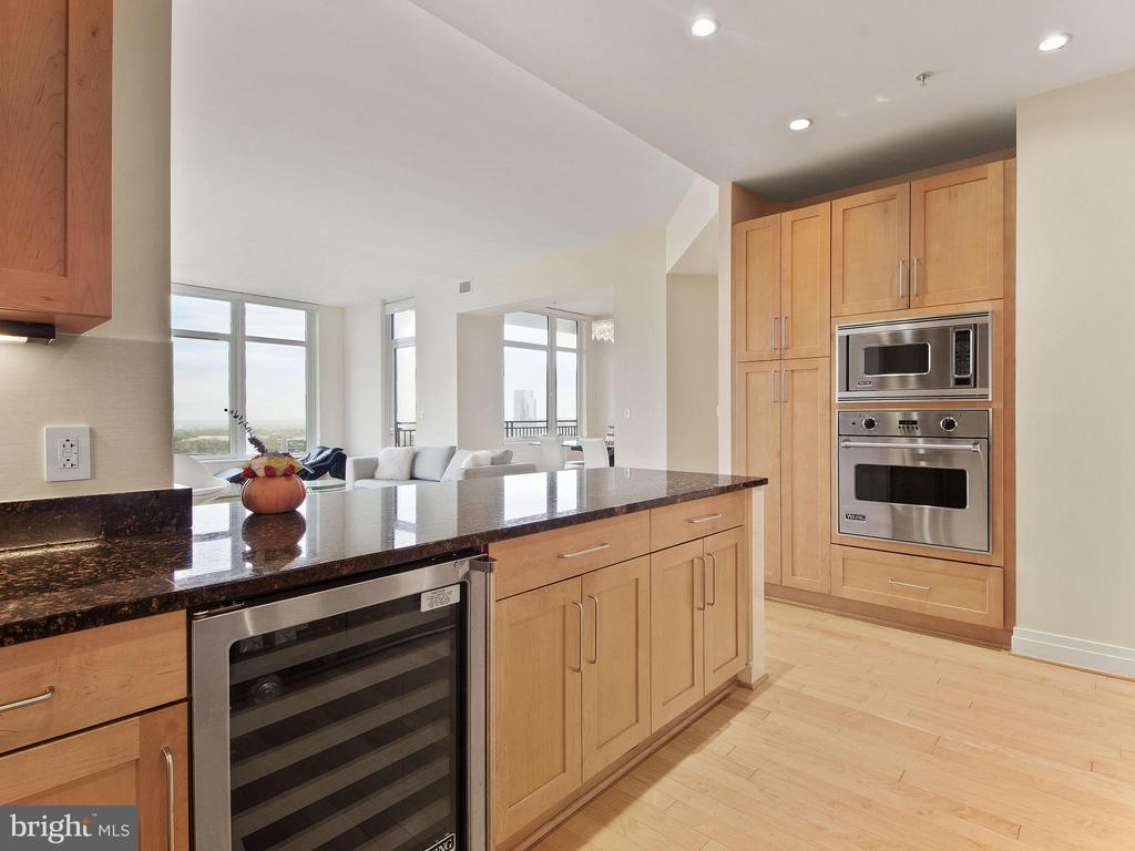 Drink Cooler & expansive counter tops - 8220 CRESTWOOD HEIGHTS DR #1814, MCLEAN