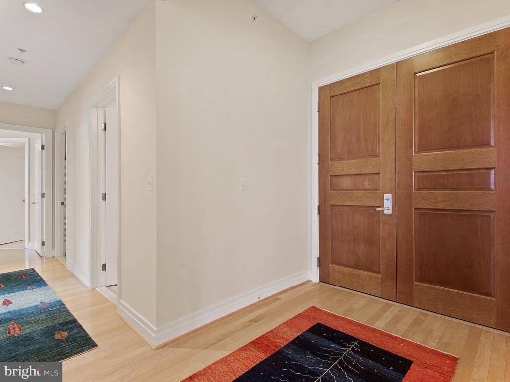 Double Entry Door  Quiet Hallway Penthouse Level - 8220 CRESTWOOD HEIGHTS DR #1814, MCLEAN