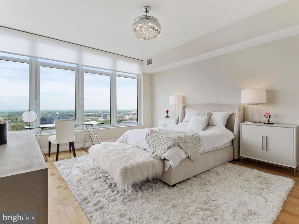 Bright & Beautiful - 8220 CRESTWOOD HEIGHTS DR #1814, MCLEAN