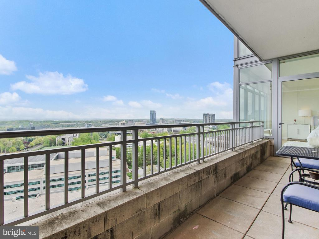 Balcony with two access - 8220 CRESTWOOD HEIGHTS DR #1814, MCLEAN