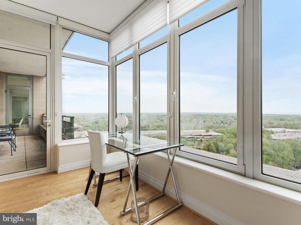 Master Bedroom , direct Access to balcony - 8220 CRESTWOOD HEIGHTS DR #1814, MCLEAN