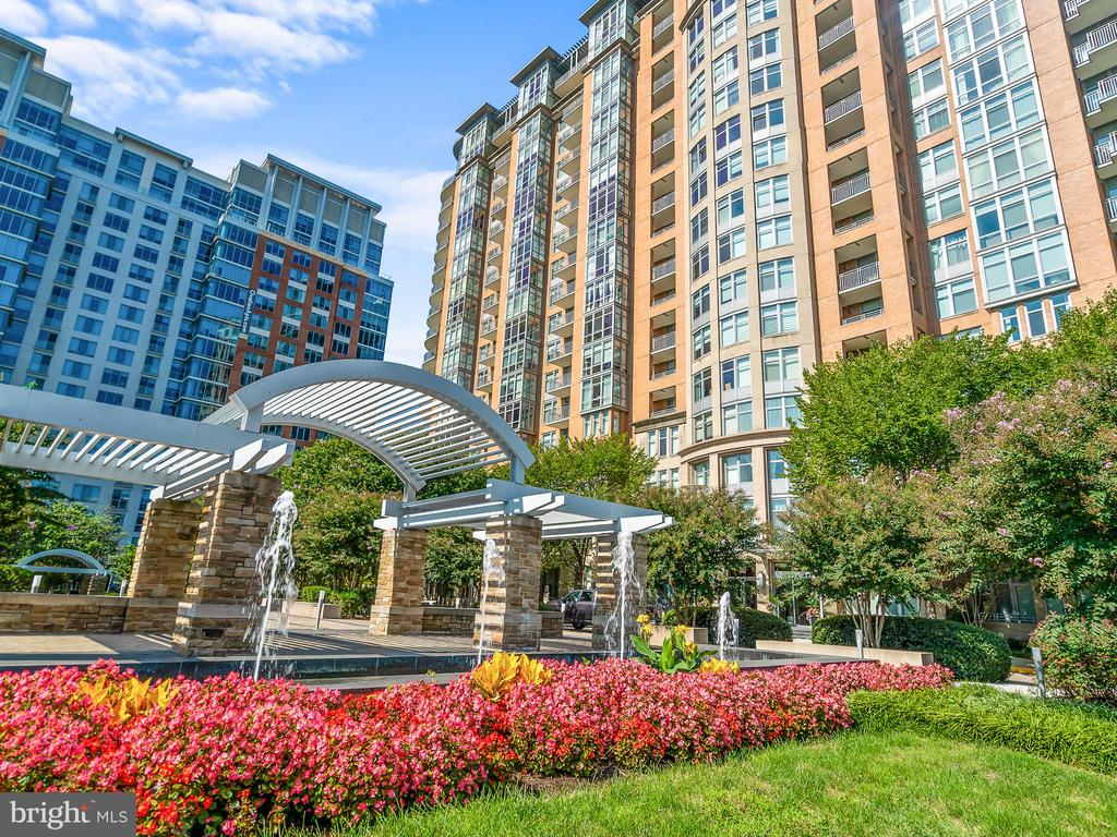 Main Entrance to One Park Crest - 8220 CRESTWOOD HEIGHTS DR #1814, MCLEAN