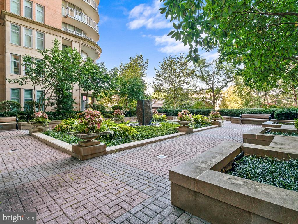 Private Owner's Terrace - 8220 CRESTWOOD HEIGHTS DR #1814, MCLEAN
