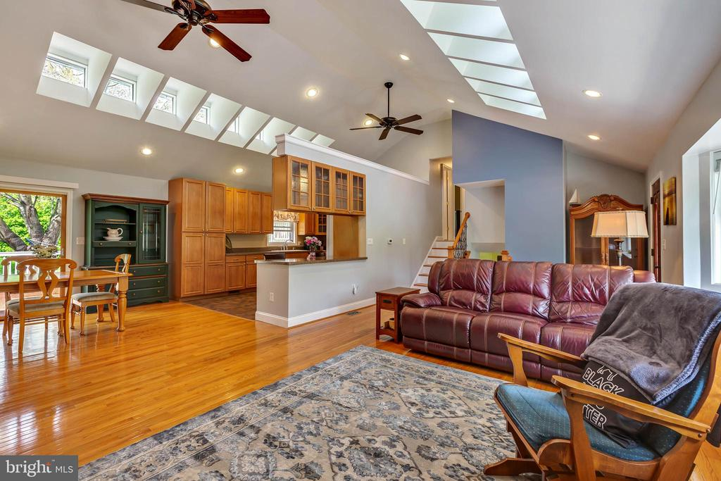 OPEN LIVING AREA WITH NATURAL LIGHT - 7396 HILLSIDE TURN, MOUNT AIRY