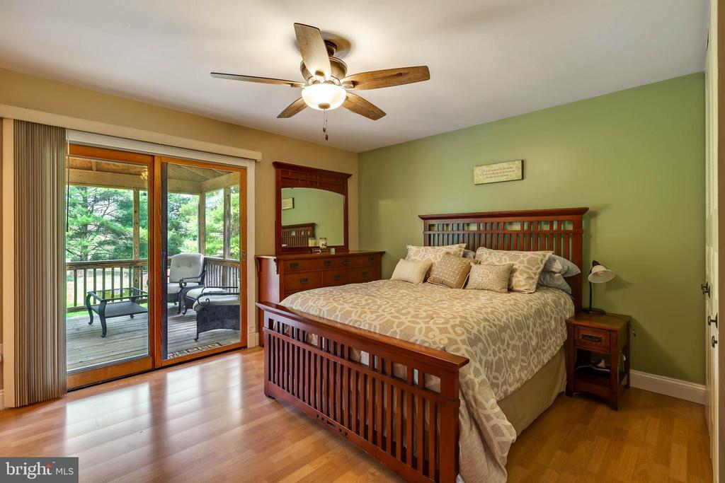 MASTER BEDROOM W/ SLIDER TO BACK UPPER DECK - 7396 HILLSIDE TURN, MOUNT AIRY