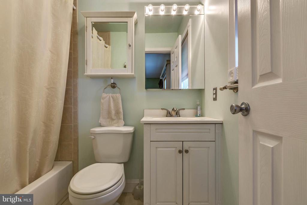 MASTER BATHROOM - 7396 HILLSIDE TURN, MOUNT AIRY