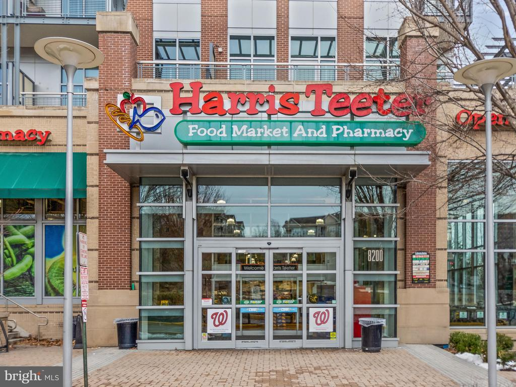 Next To 24/7 supermarket - 8220 CRESTWOOD HEIGHTS DR #1814, MCLEAN