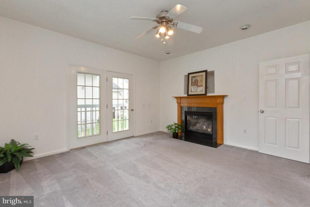 Living Room with Gas FP - 7665 BLUFF POINT LN, ELKRIDGE