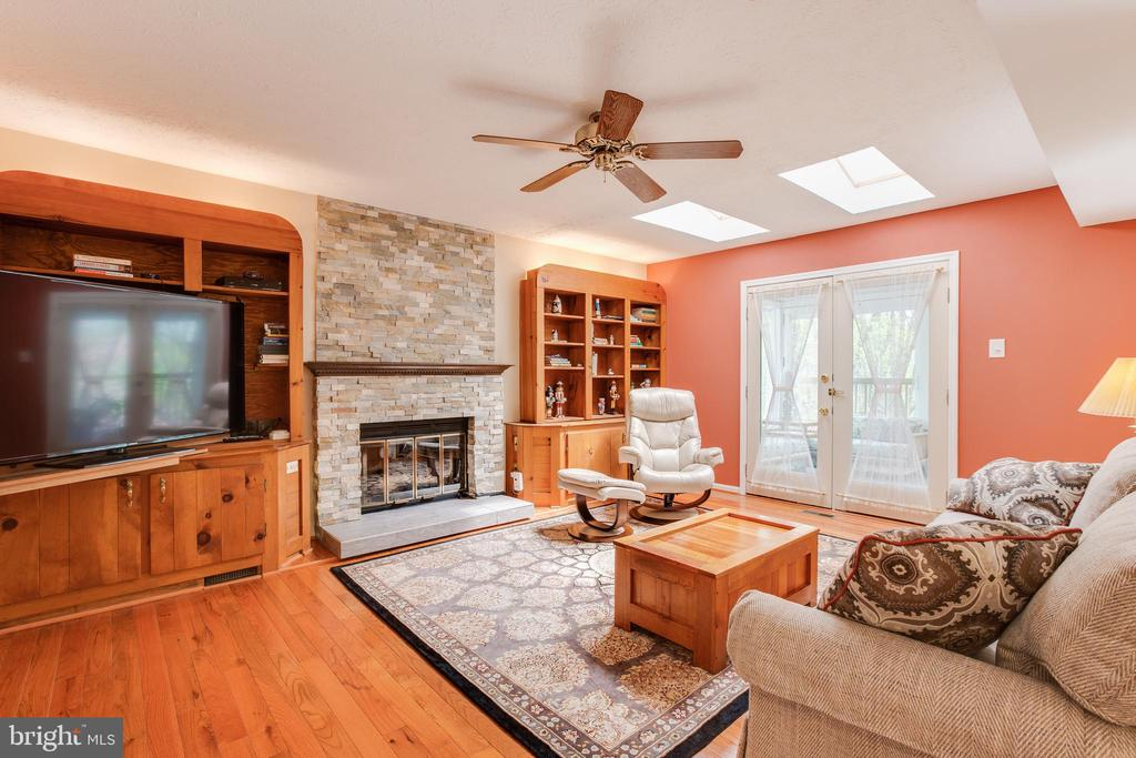 Family room with gas fireplace - 15103 SWISS STONE CT, BURTONSVILLE
