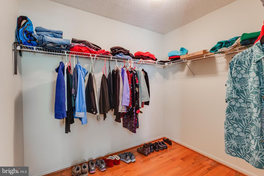 Owners suite walk-in closet - 15103 SWISS STONE CT, BURTONSVILLE