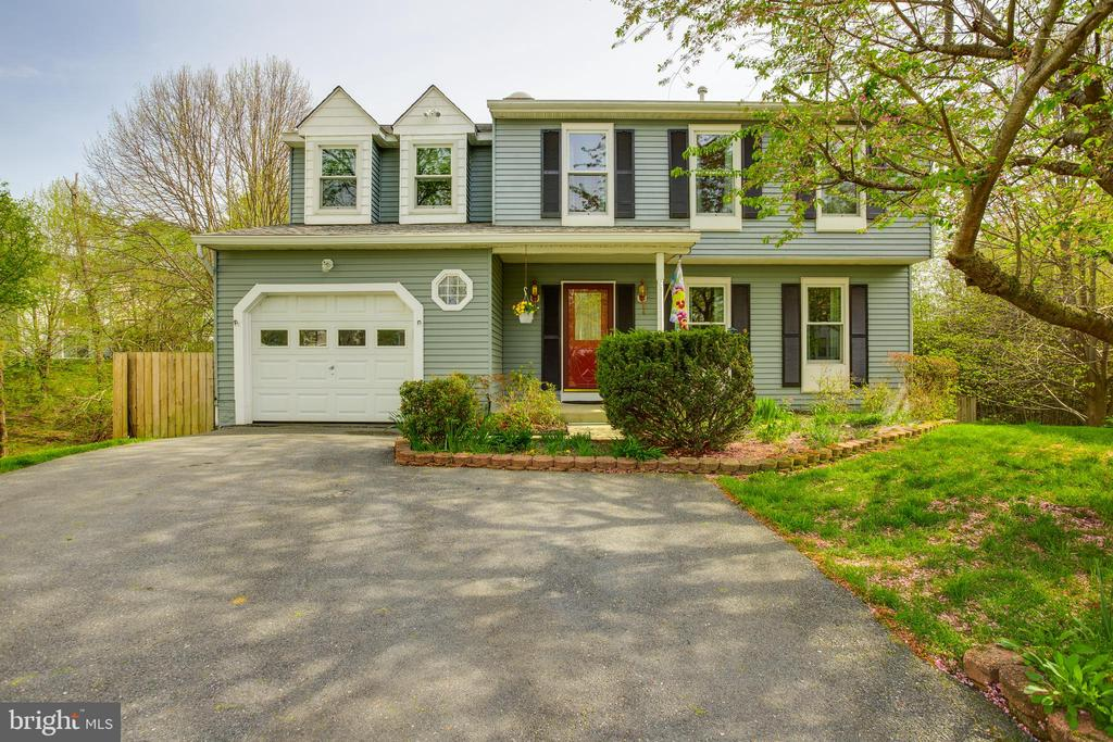 This Valley Stream Estates home is ready for you! - 15103 SWISS STONE CT, BURTONSVILLE