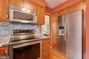 Gourmet kitchen - 15103 SWISS STONE CT, BURTONSVILLE