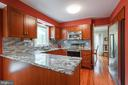 Any chef will love this kitchen! - 15103 SWISS STONE CT, BURTONSVILLE