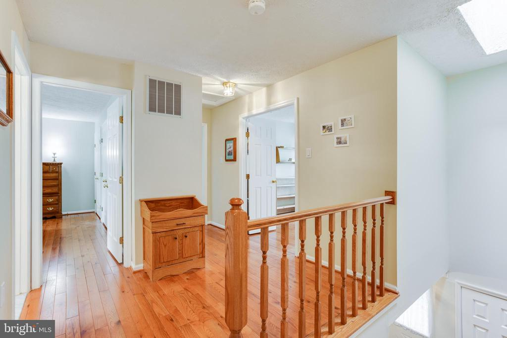Upstairs hallway landing. - 15103 SWISS STONE CT, BURTONSVILLE