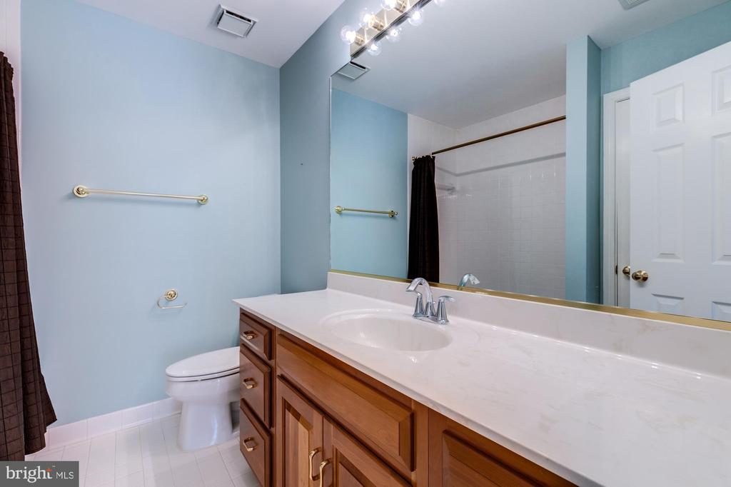 Upper level full bath in the hall. - 2405 SAGARMAL CT, DUNN LORING