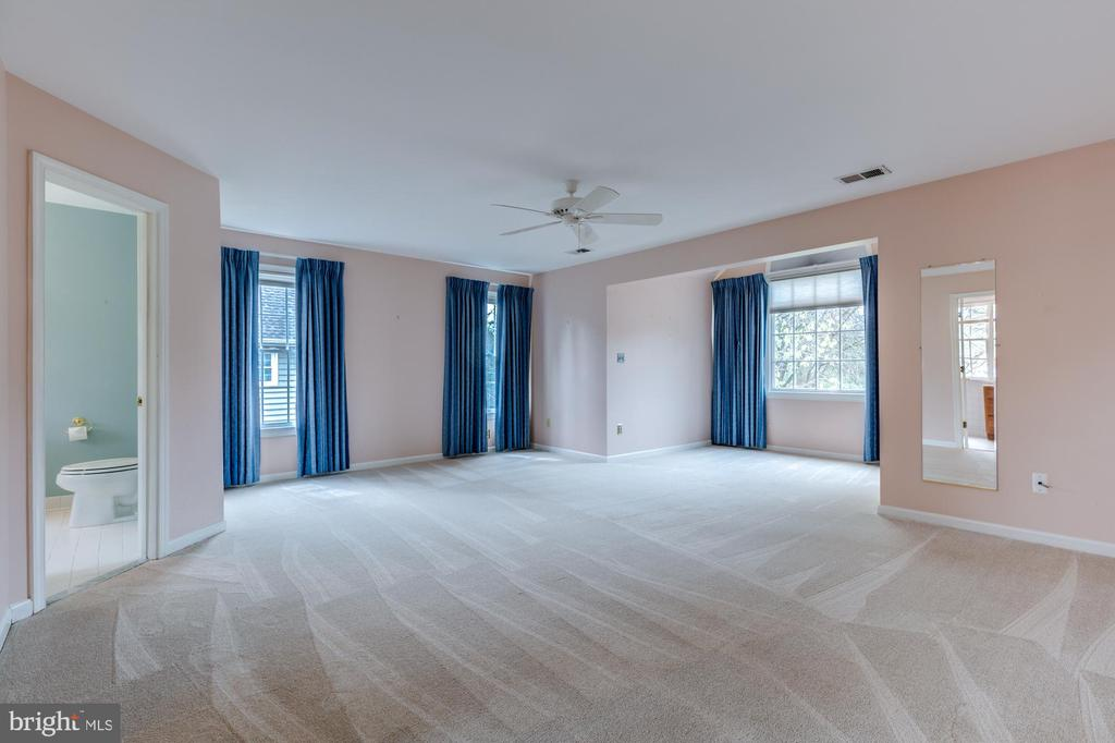 Whole house new carpet Master suite & sitting room - 2405 SAGARMAL CT, DUNN LORING
