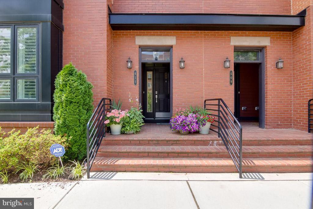 Alexandria Homes for Sale -  Price Reduced,  611 E NELSON AVENUE  102