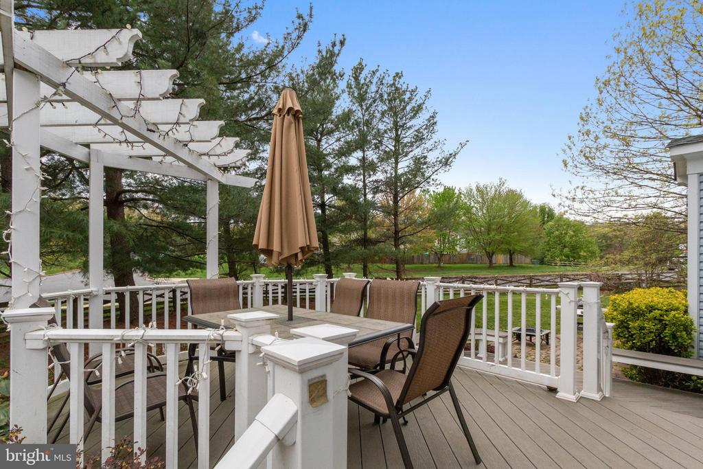 Enjoy the deck for your BBQs. - 8 GLENGYLE CT, STERLING