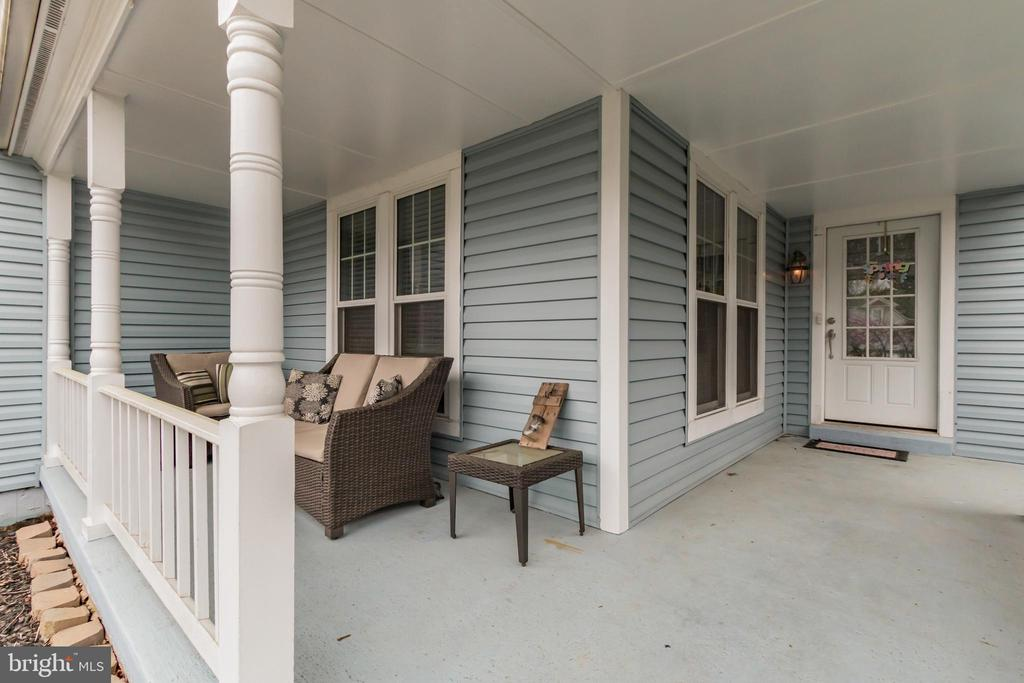 Wrap around porch. - 8 GLENGYLE CT, STERLING