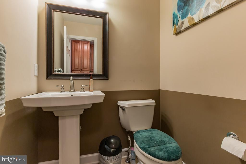 Half bath on the main level. - 8 GLENGYLE CT, STERLING